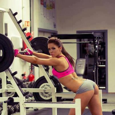 15 Signs You Re The Only Woman In The Weights Room