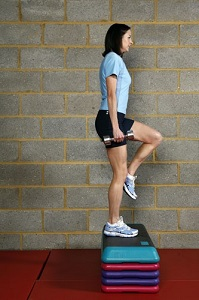 Jo Pavey doing step ups with dumbbells