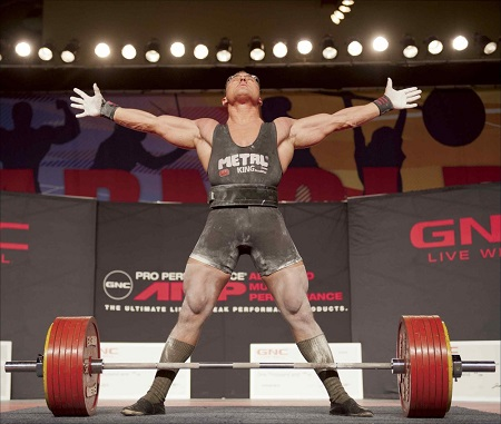 Powerlifter with arms akimbo preparing to deadlift